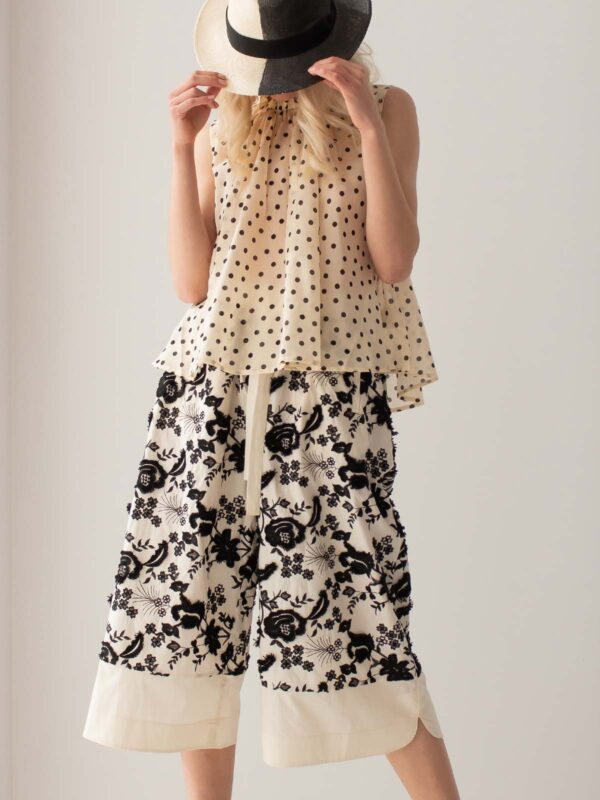 Psophia | Floral embroidered culotte pants