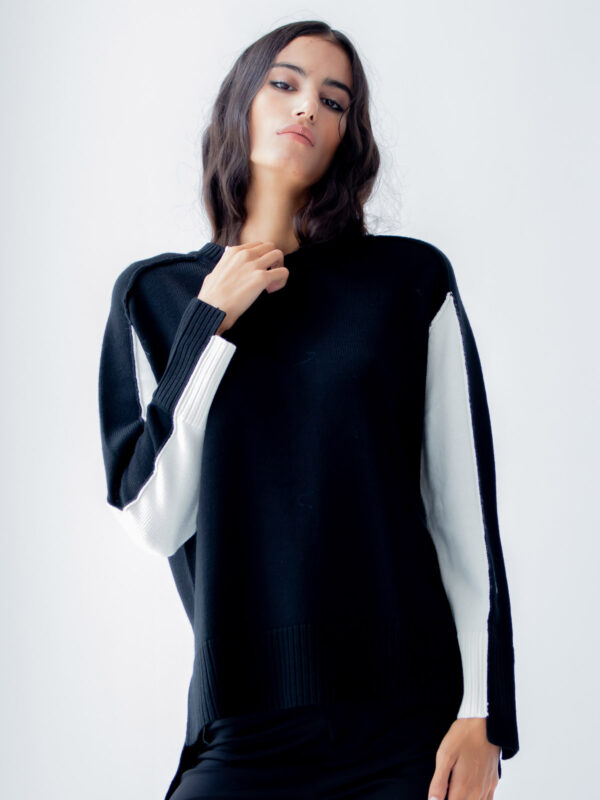 Ice Play | Sweater with bicolor sleeves